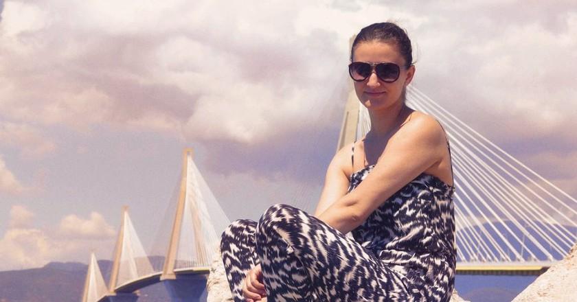 "<a href=""https://pixabay.com/en/beautiful-girl-by-the-sea-2005682/"" target=""_blank"" rel=""noopener noreferrer"">Tourism in Greece | greekfood-tamystika / Pixabay</a>"
