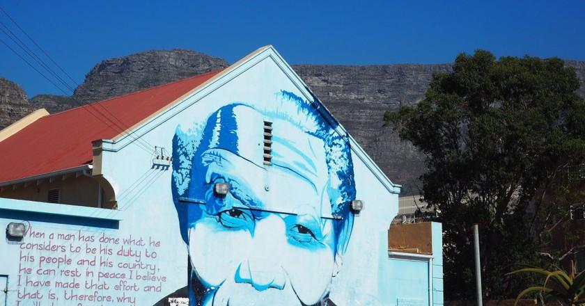 'Blue Mandela' by graffiti artist Mak1one | ©  Culture Trip