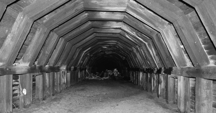 "<em><a href=""https://commons.wikimedia.org/wiki/File:Portland_and_Southwestern_Railroad_Tunnel.jpg"" target=""_blank"" rel=""noopener noreferrer"">Old Portland Underground – Portland, Oregon   Tom Liebertz, HAER photographer / Courtesy of the U.S. Library of Congress</a></em>"