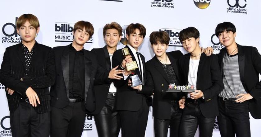 BTS celebrate their win | © REX/Shutterstock