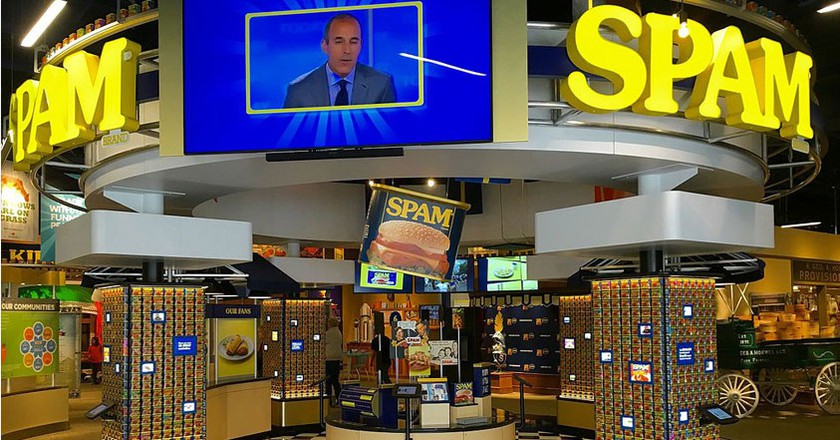 Can Central Exhibit at Spam Museum | © Darb02/Wikicommons