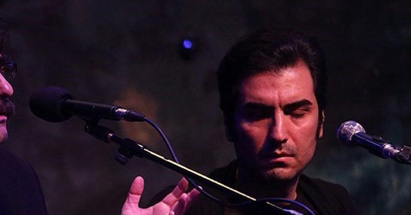 Shahram Nazeri and son Hafez perform   © Mhammad Hassanzadeh / Wikimedia Commons