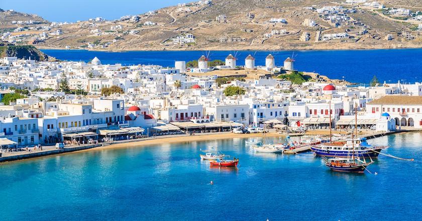 A view of Mykonos port with boats, Cyclades islands, Greece | © Pawel Kazmierczak / Shutterstock