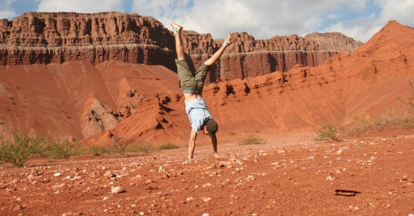 Traveler doing a handstand in Las Conchas, Salta, Argentina | ©Ari Bakker / Flickr