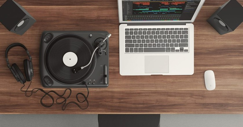 "<a href=""https://pixabay.com/en/turntable-top-view-audio-equipment-1337986/"" target=""_blank"" rel=""noopener noreferrer"">Music   Pixabay</a>"