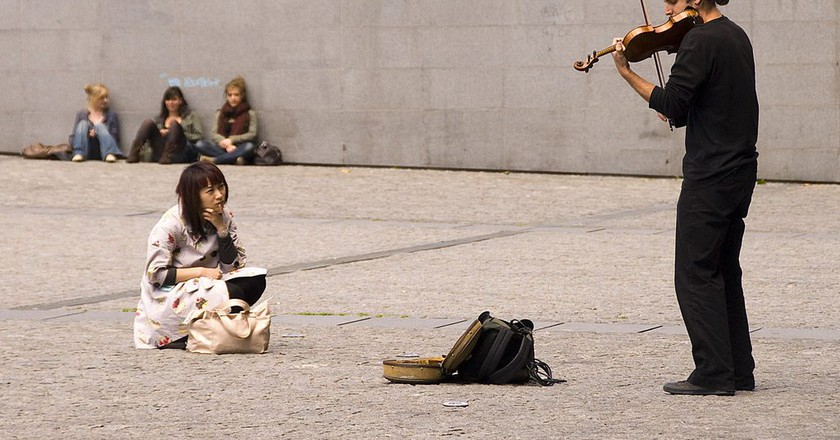 Violinist and music lover at the Pompidou │© Chris Ruggles / Wikimedia Commons