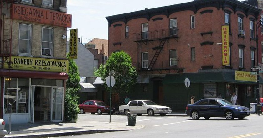 "Greenpoint | © <a href=""https://commons.wikimedia.org/wiki/File:Greenpoint_Brooklyn.JPG"">Kgwo1972 / WikiCommons</a>"