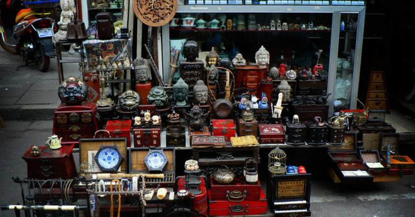 The Old Dongtai Rd. Antiques Market   ©Aapo Haapanen/Flickr