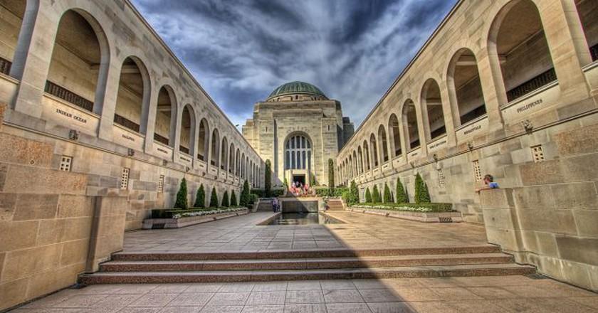 https://commons.wikimedia.org/wiki/File:Australian_War_Memorial_HDR_(3205312849).jpg