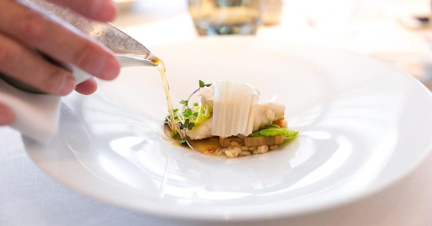 Fugu with cabbage, pork meat stock soup, kombu dashi | © City Foodsters/Flickr
