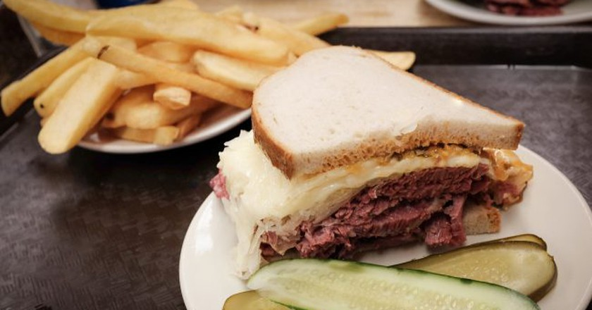 Sandwiches from Katz's Deli will be among the offerings at DeKalb Market Hall | © brando.n / Flickr