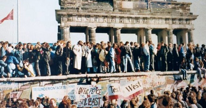 The fall of the Berlin Wall   © WikiCommons