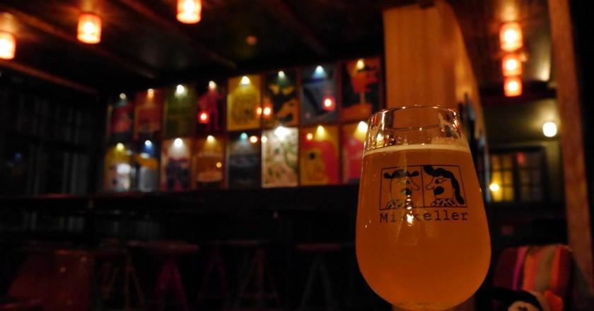 "<a href = ""https://www.flickr.com/photos/activesteve/30498779241/in/photolist-NqvGcq-Nt5dvp""> Enjoying a Beer at Mikkeller   © ActiveSteve/Flickr"
