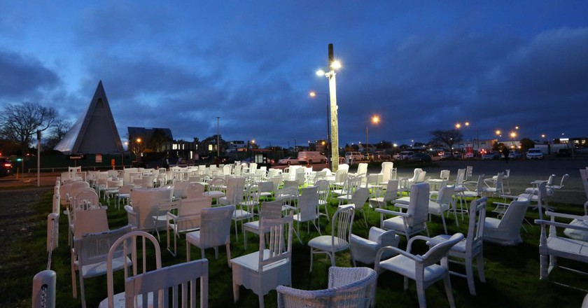 185 Empty Chairs - Earthquake Memorial   © Gordon Cheung/Flickr