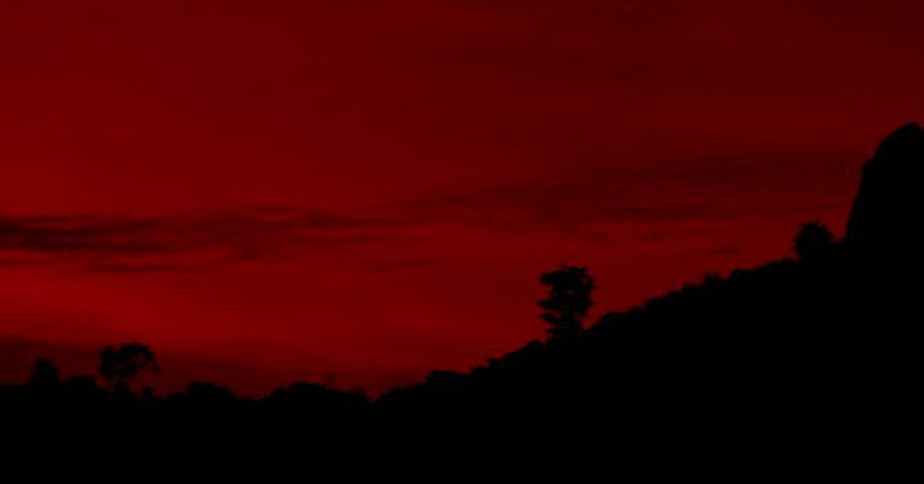 Red sunset at Savandurga © Sudarshana/Flickr