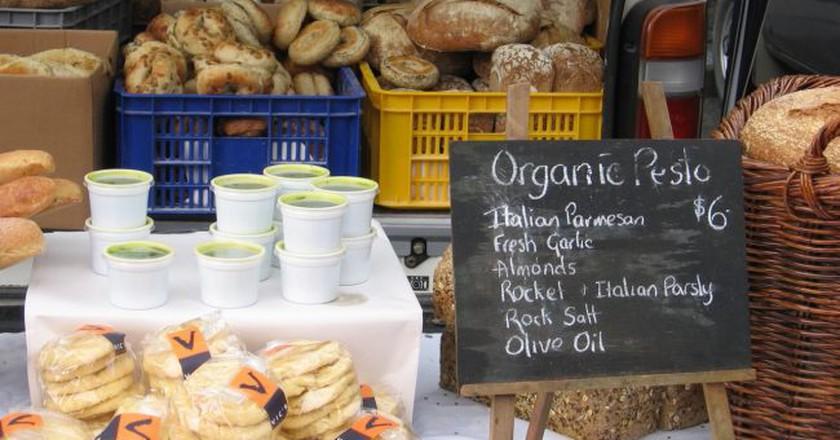 A Stall at the Lyttelton Farmers' Market   © Alex Hallatt/Flickr