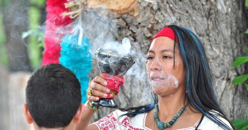 A traditional curandera | © Larry Lamsa / Flickr