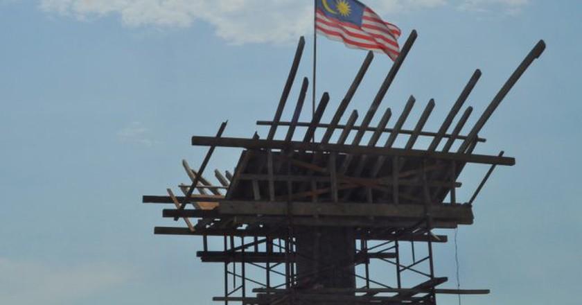 Jalur Gemilang, the Malaysian flag   (c)hick3r / Flickr <https://www.flickr.com/photos/catanaku/6057995609/in/photolist-2ZTsW8-2ZXB4y-2ZSpwU-2ZPMJZ-2ZSS9C-2ZQMsc-2ZVb4b-2ZV2EC-2ZVb4N-2ZRUG6-g8pke8-2ZTkY6-2ZSS9j-2ZUz1U-2ZV2E1-2ZVb53-2ZUz2j-2ZUz2J-2ZUz2A-g8q4Lo-g8pXzx-2ZSA89-2ZQVor-g8pdnU-2ZUz27-2ZTsL2-2ZSA7Q-g8q2Kr-2ZTcUz-2ZSdWb-2ZSZYd-2ZSA8u-2ZV2Eo-2ZXPTW-2ZT7ut-2ZSpxC-2ZXBL3-2ZXXBY-mVrPD-aejP3a-2ZY1bL-2ZXUTC-2ZTnRt-2ZTe5c-2ZT88e-2ZQVpx-2ZQVoD-2ZPZRe-2ZSZXQ-2ZSpxb>