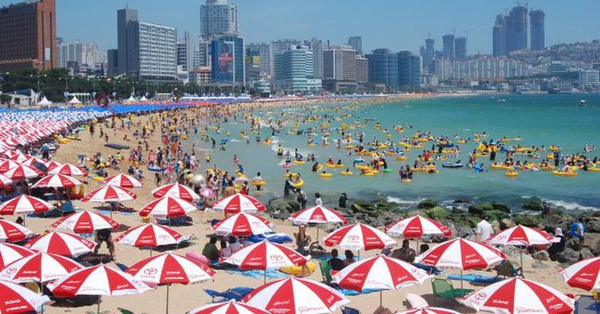 Busan's Haeundae beach | © yuseokoh/Flickr