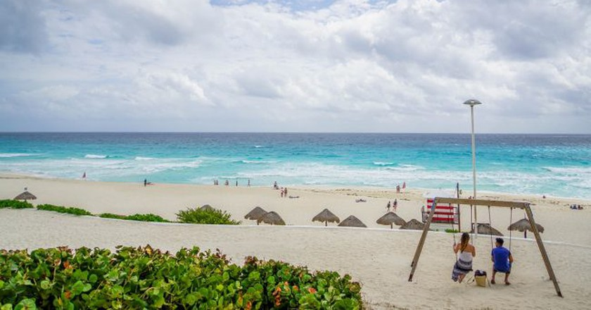 Hit the beach in Cancún   © Mariamichelle/Pixabay