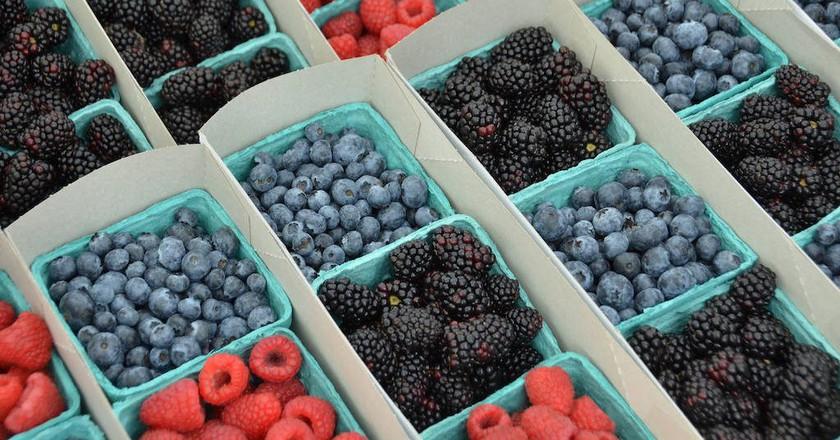Berries at Hillcrest Farmers Market   © Rob Bertholf/Flickr