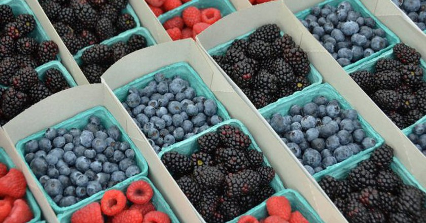 Berries at Hillcrest Farmers Market | © Rob Bertholf/Flickr