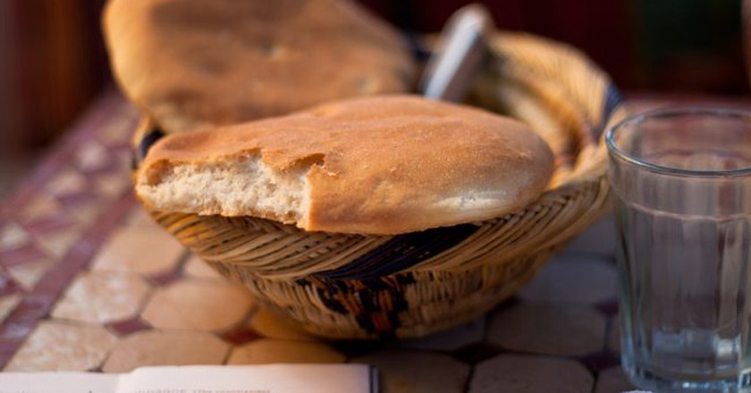 Khobz, a common type of Moroccan bread |© gnosne / Flickr