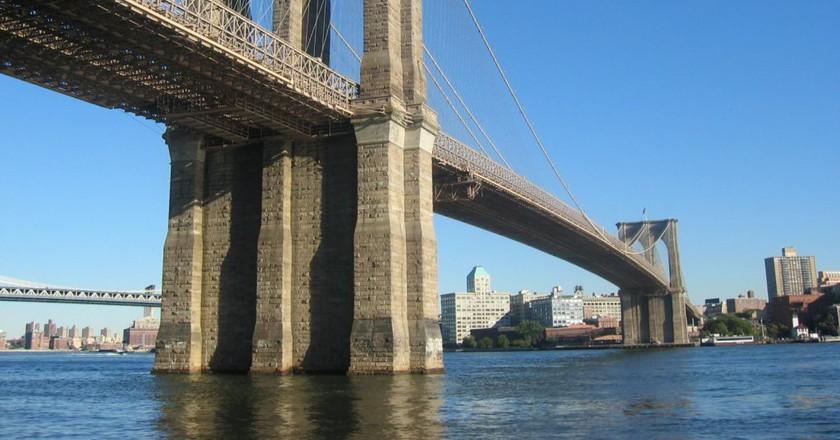 "<a href=""https://www.flickr.com/photos/16891412@N00/1888232"" target=""_blank"" rel=""noopener noreferrer"">Brooklyn Bridge | © Simone Roda / Flickr</a>"