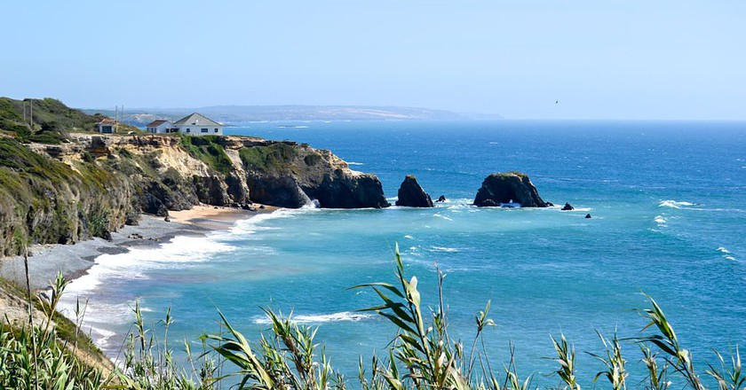 """<a href=""""https://commons.wikimedia.org/wiki/File:Costa_Sudoeste_Alentejano_01.jpg"""" target=""""_blank"""" rel=""""noopener noreferrer"""">The coast of the Southwest Alentejo & Costa Vicentina National Park   © Maria Barbosa Viana / Wikimedia Commons</a>"""