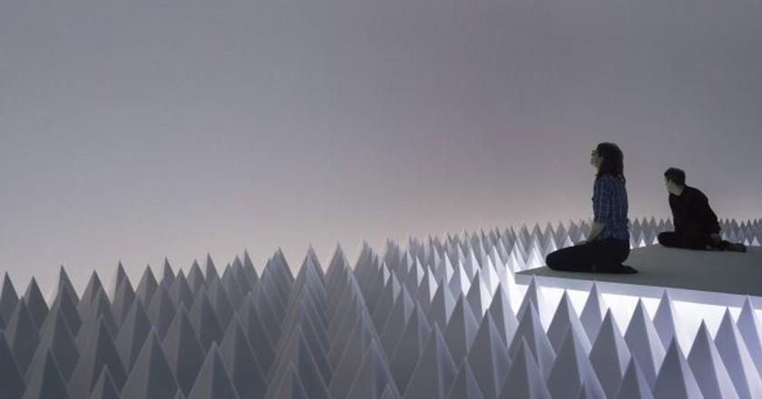 Installation view: Doug Wheeler: PSAD Synthetic Desert III, Solomon R. Guggenheim Museum, New York, March 24–August 2, 2017. Photo: David Heald © Solomon R. Guggenheim Foundation.