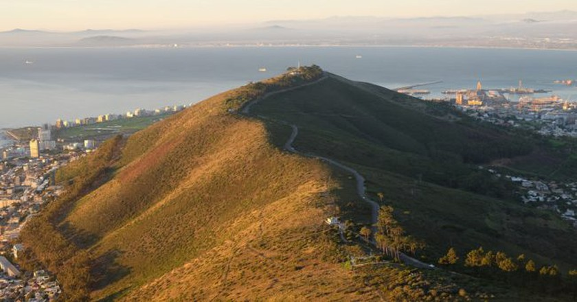 Aerial view of Signal Hill Road | © Andrew Thompson