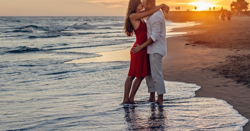 Couple on their honeymoon | © Adam Kontor / Pexels