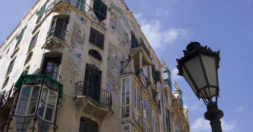 Take a look at Palma de Mallorca's unique architecture I © Leon Beckenham