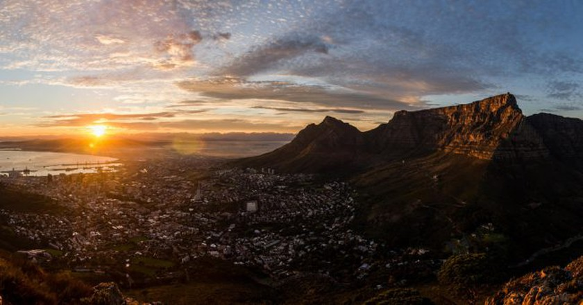 "<a href=""https://www.flickr.com/photos/danrutlandmanners/14289662262/in/photolist-nLJfKh-sADm9-sAD6B""> Cape Town Winter Sunrise | © Daniel Manners/Flickr</a>"