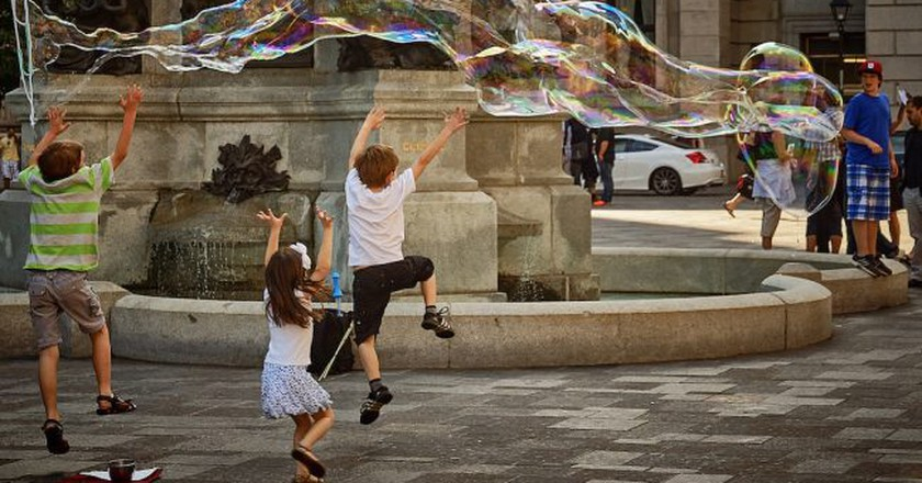 Chasing bubbles in Montreal | © Pedro Szekely / Flickr