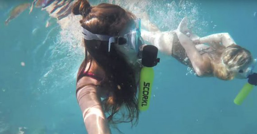 The Scorkl lasts 10 minutes underwater | Courtesy Scorkl/YouTube