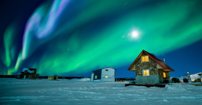Northern Lights viewing in Yellowknife   © Phung Chung Chyang / Shutterstock