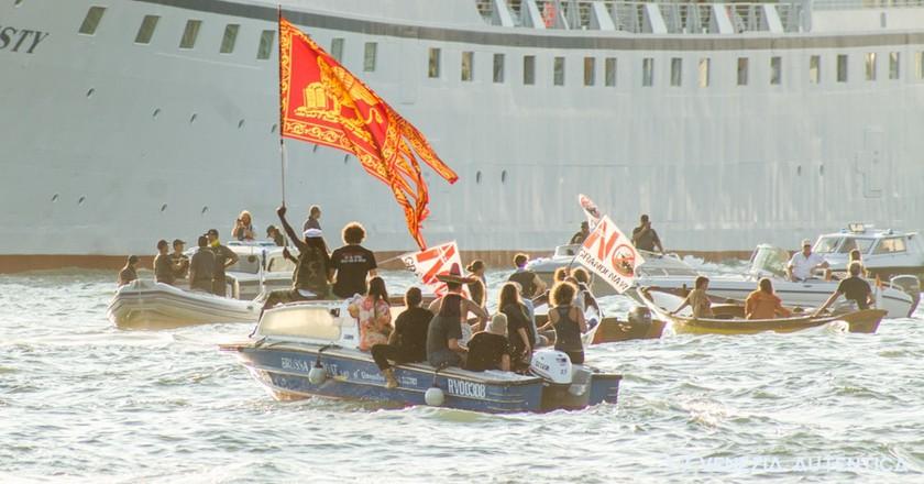 2016 protest | Courtesy of Venezia Autentica