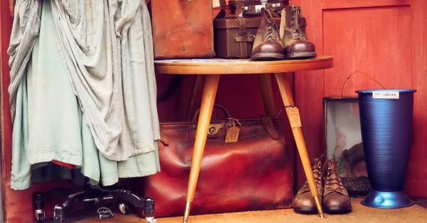 """<a href=""""https://pixabay.com/en/clothing-vintage-clothes-retro-2100208/"""" target=""""_blank"""" rel=""""noopener noreferrer"""">Vintage clothes   © Michael Gaida / Pixabay</a>"""
