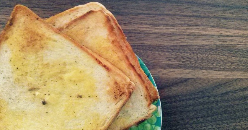 Roti Bakar Mentega (Buttered Toast) | (c) Putri Adiaty Suciwulandhari / Flickr