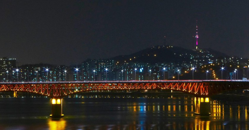 Seongsu Bridge and N Seoul Tower | © travel oriented/Flickr
