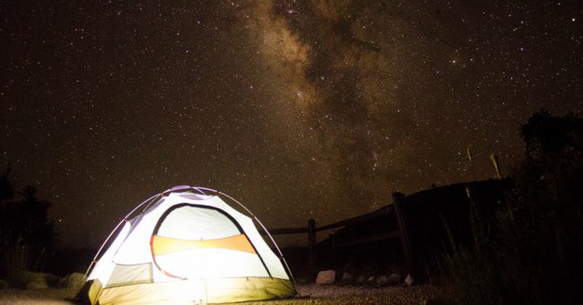 Camping under the stars | © Michael Villavicencio / Flickr