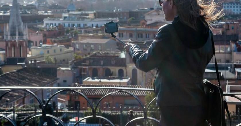 Selfie stick tourist | © Marco Verch/Flickr
