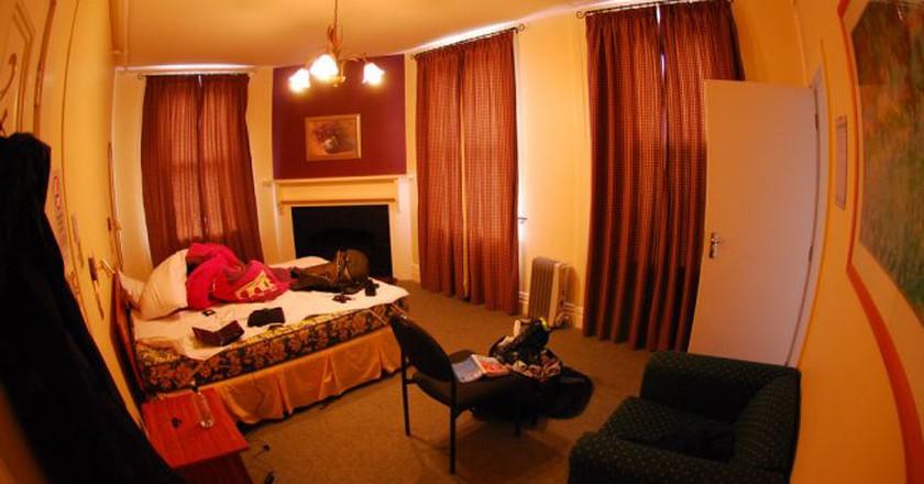 Inside the YHA in Rolleston House, Christchurch   © gmoorenator/Flickr