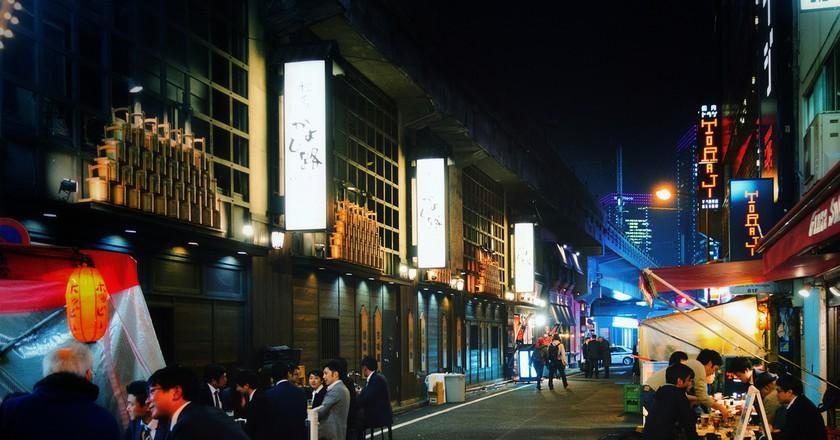 Yakitori Alley, Yurakucho under the JR Yamanote tracks © Jonathan Lin/Flickr