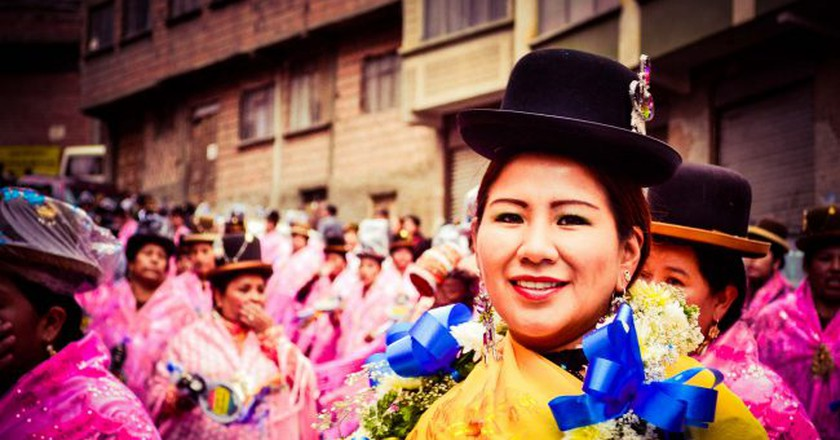 Indigenous Bolivian woman wearing expensive clothes | © Hugo Nestor Quispe Saire/Flickr