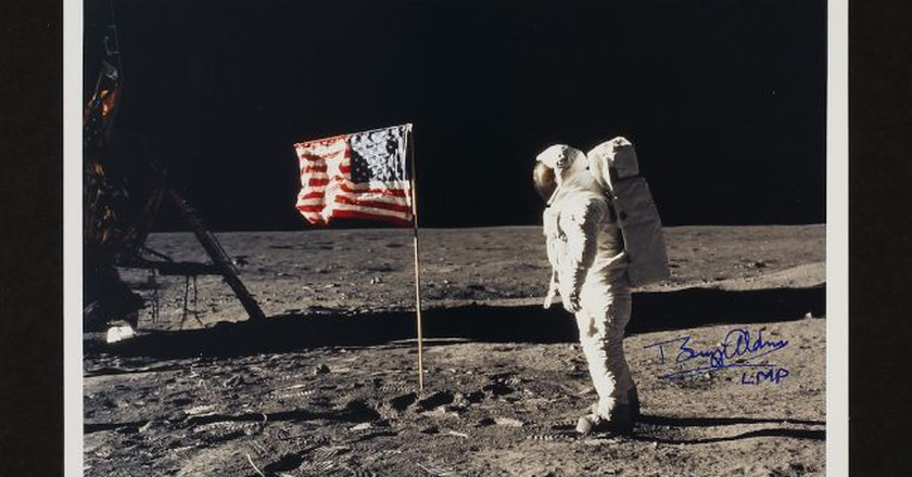 Aldrin with the Stars and Stripes (lot 117) | © Sotheby's