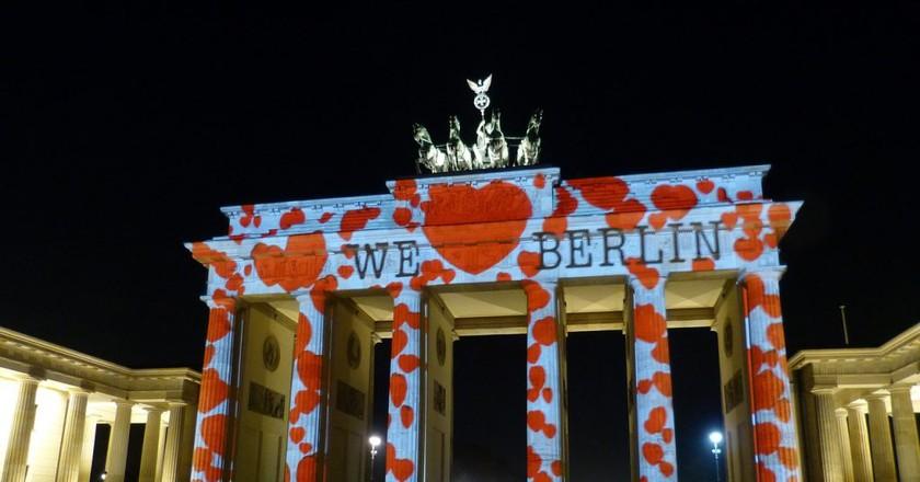 Light mapping on the Brandenburg Gate | © falco/ Pixabay