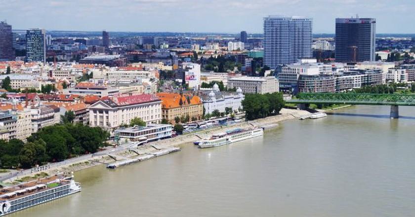 Bratislava's riverfront promenade along the Danube   © Ajale/Pixabay