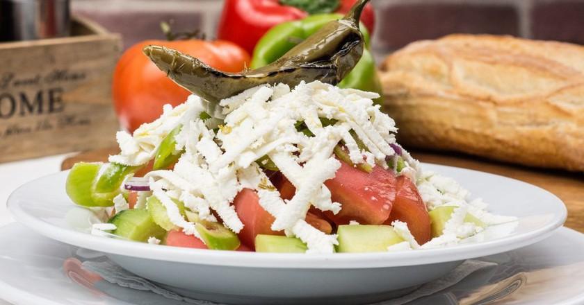 Bulgarian Shopska salad   © anestiev/Pixabay